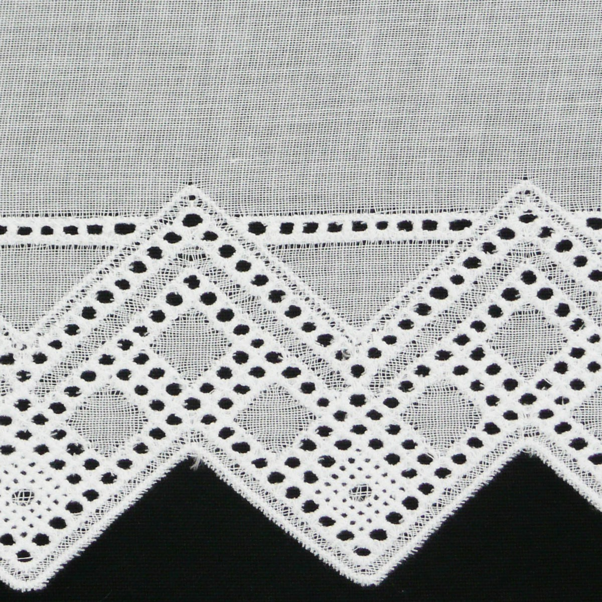 bistrogardine scheibengardine meterware batist wei mit stickerei breite 27cm stoffe wohnstoffe. Black Bedroom Furniture Sets. Home Design Ideas