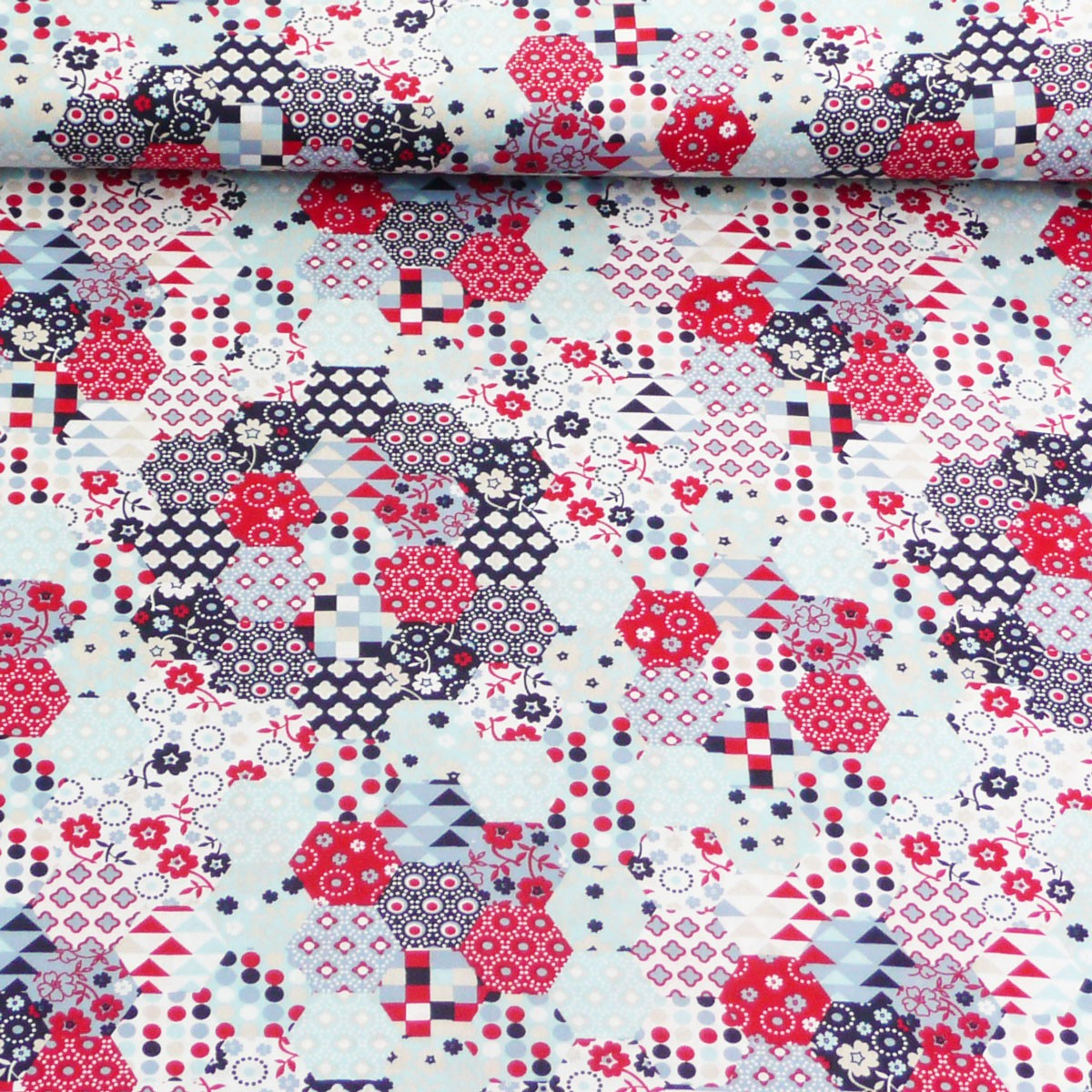 baumwollstoff stoff meterware sechseck wei hellblau rot stoffe stoffe gemustert stoff retro. Black Bedroom Furniture Sets. Home Design Ideas