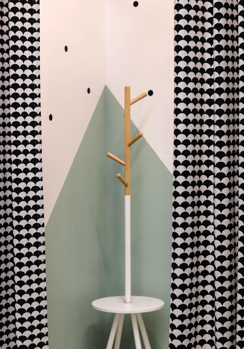 Umkleidekabine Pastell mit geometrischen Mustern