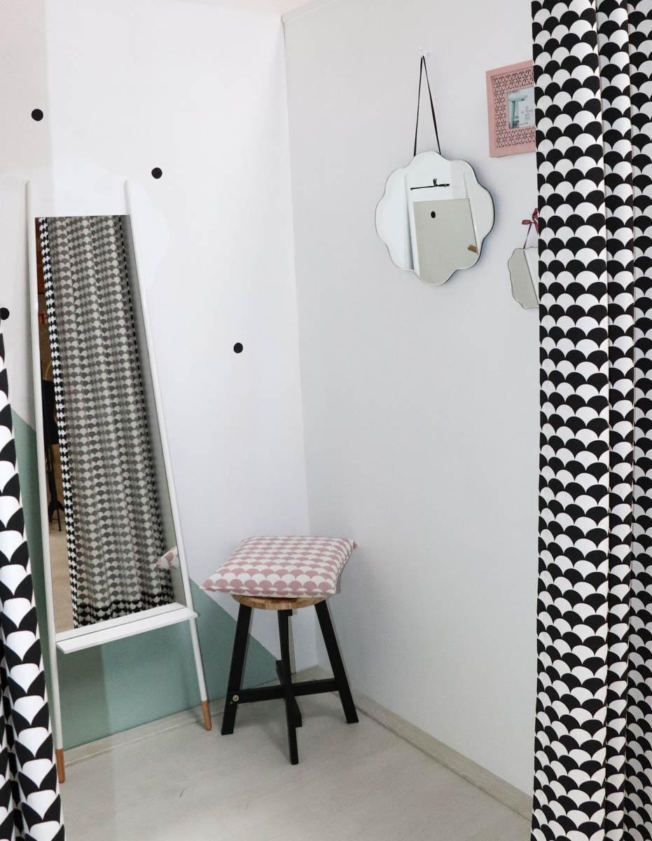 Umkleidekabine in Pastel mit geometrischen Mustern