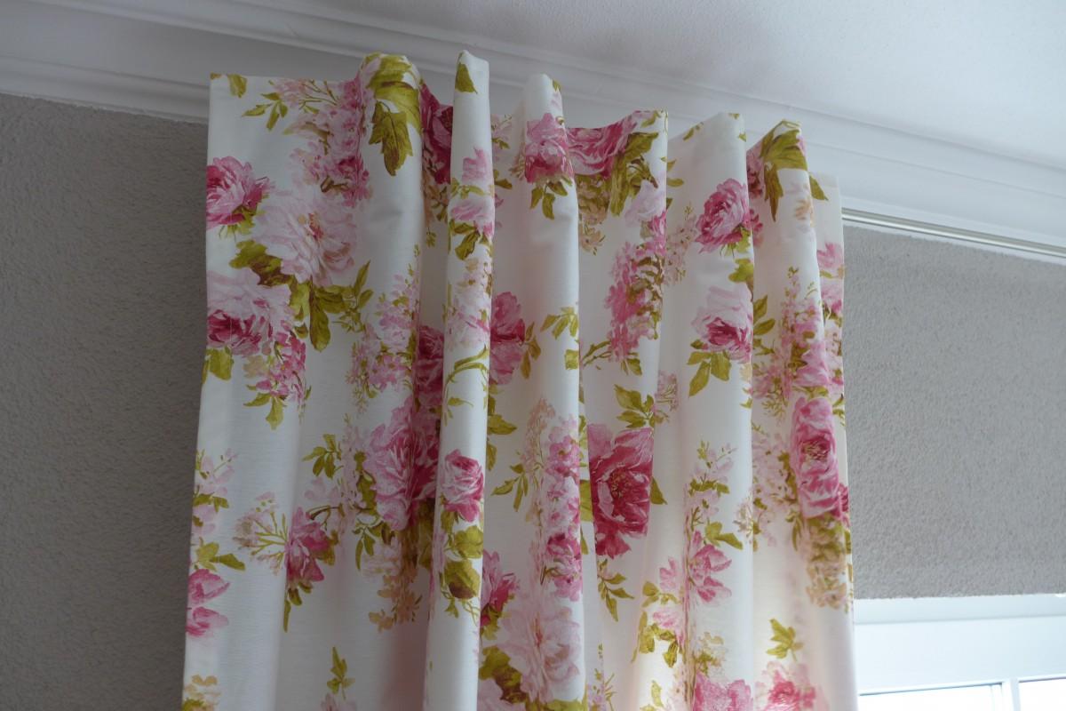 vorhang gardine mit schlaufenband rosen 245cm oder wunschl nge gardinen wohntextilien gardinen. Black Bedroom Furniture Sets. Home Design Ideas